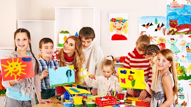 Groupe d'enfants protégé par une assurance scolaire