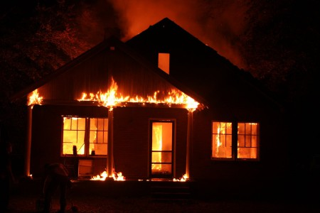 Maison en feu, incendie