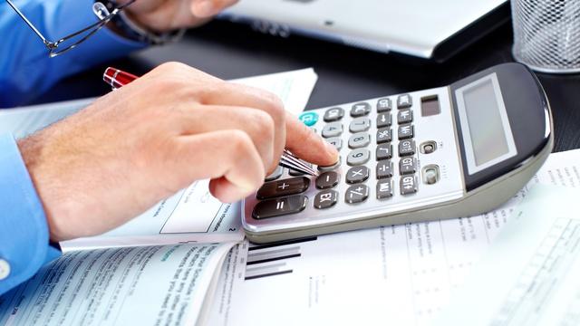 prime d'assurance, calculatrice et argent